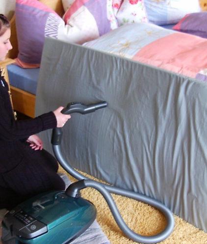 Strahlenschutzmatte zieht Hausstaub an, daher regelmässig absaugen!