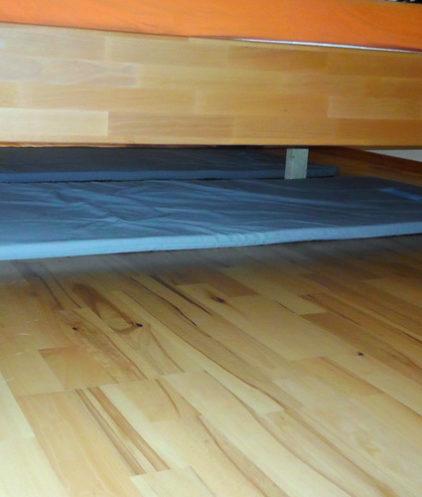 Geovital Schutzmatten verlegt unterm Doppelbett