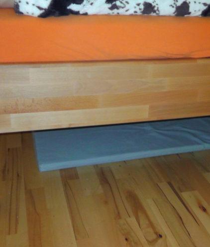 Geovital Schutzmatte verlegt unterm Bett