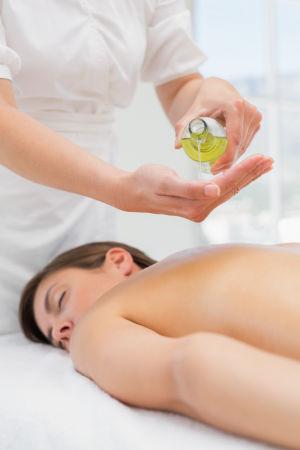 Wohltuende Massage mit Aloe Vera Öl