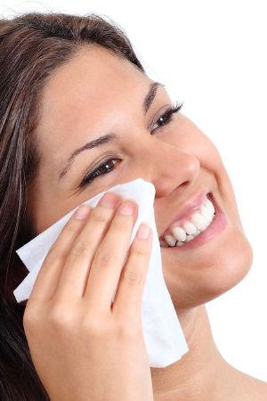 Täglich Augen Make-Up entfernen vor dem zu Bett gehen