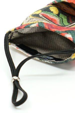 Detailaufnahme der beiden integrierten Taschen und vom integrierten Abschirmstoff