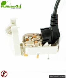 Adapter SCP3 Euro Schuko Stecker EF auf Typ G Stecker (UK), geerdet. 13 Ampere abgesichert. Weiss.